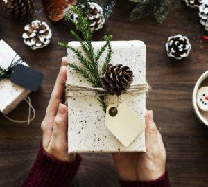 alternative papier cadeau, bio, cadeau, déchet, Emballage cadeau, emballage cadeau ecologique, emballage cadeau réutilisable, emballage cadeau tissu, emballage cadeau zéro déchet, furoshiki, gazette, gazette bio, knot wrap, nature, naturel, Noël, Papier cadeau, papier cadeau bio, papier cadeau écologique, papier cadeau recyclé, par quoi remplacer le papier cadeau, zéro déchet
